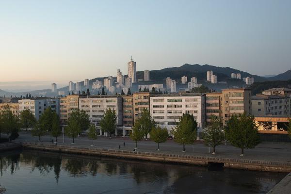 1200px Wonsan waterfront 2937890043