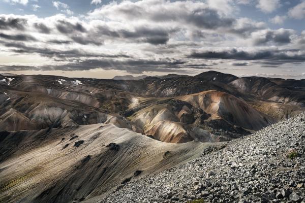 dest iceland landmannalaugar gettyimages 1032838144 universal within usage period 45029 1